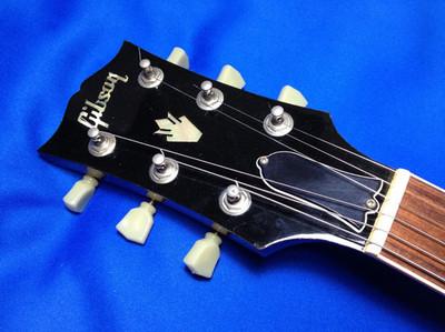 Gibson SG 61 Reissueのペグは、表からネジ止めされている、クルーソン風ロトマチック