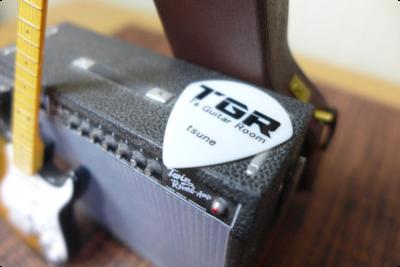 1/8スケールのギターのおもちゃとギターピックを撮ってみました