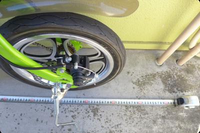 前輪と後輪はこのような形で縮むので、前後幅はおよそ85cm