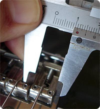 ストラトキャスターの弦間ピッチは11.2mm