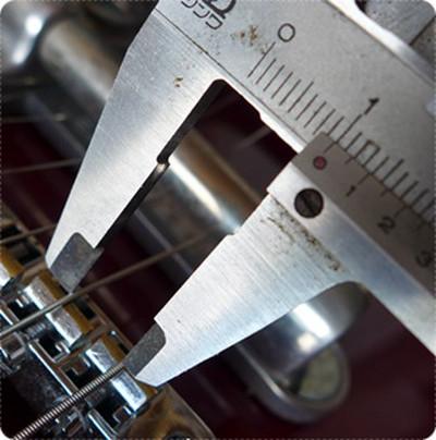 ギブソンの弦間ピッチは10.0mmや10.5mmが採用されています