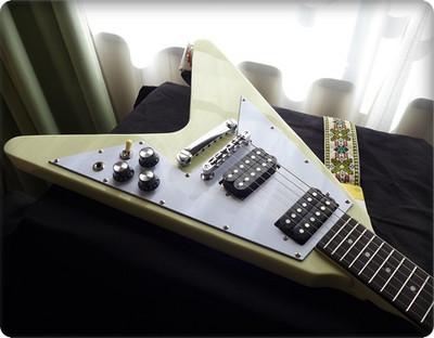 [フライングV] Bacchus ( バッカス )のミニギターBFV-Miniのレビューページ