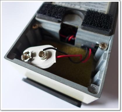 MAXONのデジタルディレイ DD-01 をヤフオクに出品しようと掃除してたら、電池スナップが切れた