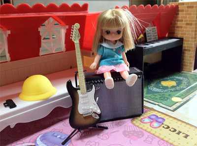 以前発売された、エフトイズのギター/アンプ・フィギュアとリカちゃん人形