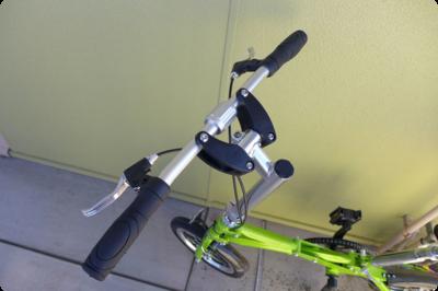 ハンドルが2つに分離しする折りたたみ自転車