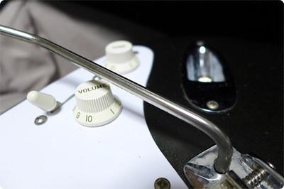 金属磨きの定番、ピカールでトレモロアーム(ワーミーバー)を磨いてみました01