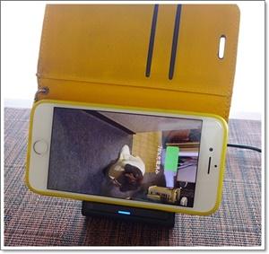 iPhone8とワイヤレス充電器/横置きもOK