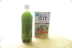この毒々しさ、不味そうです(^_^;) 青汁と水素水7.0