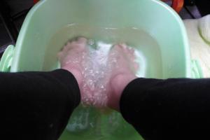 水素の足湯で身体を暖めつつ、水素水を飲む幸せ(^^)