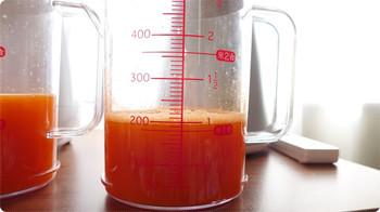 にんじん500gでどれだけのジュースを絞れるか(シャープ)